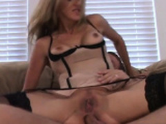 Gorgeous MILF takes it up her ass