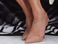 Holly Willoughby foot fetish (kik wankers wanted)